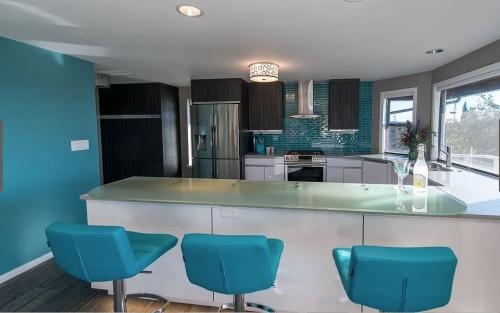 "<a href=""/portfolio/modern-mid-century/"">Click to see more from this project</a>"